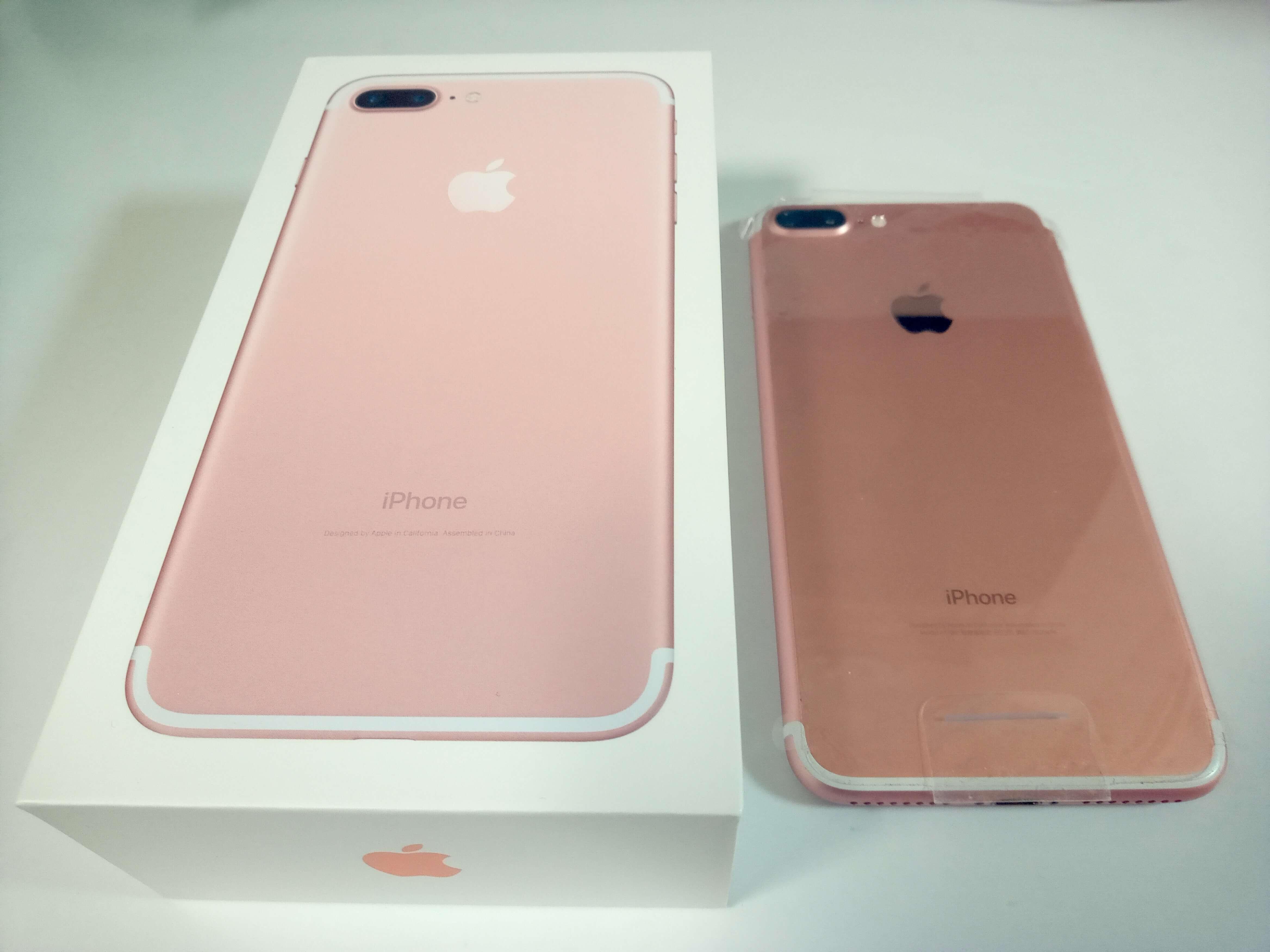 iPhone7Plus ピンクゴールドの箱と本体